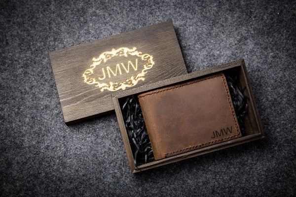 leather engraved wallets for men